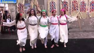 getlinkyoutube.com-رقص ثلاث بنات مغربيات و جزائرية وفرنيسة في شوارع فرنسا رقص الركادة غاية في الرووعة
