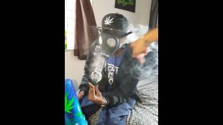 How to hit the gas mask bong