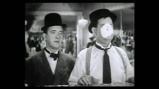 getlinkyoutube.com-Laurel and Hardy Best clips 4