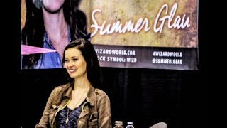 Summer signing autographs at Wizard World Philadelphia