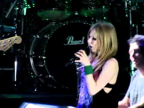 """WHEN YOU'RE GONE"" - Avril Lavigne Live in Manila! (2/16/12) [Full]"
