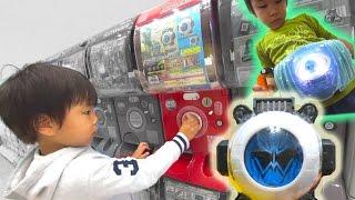 getlinkyoutube.com-仮面ライダーゴーストのガチャポンでツタンカーメンゴーストアイコンをゲットした息子