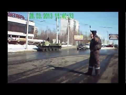Tancurile rusesti ataca pana si stalpuri de iluminat