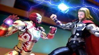getlinkyoutube.com-Iron Man VS Thor Stop Motion fight