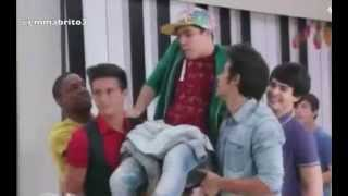 "getlinkyoutube.com-Violetta 3 - Maxi se queda pegado a la silla y cantan ""Friends till the end"" (03x73)"