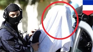 getlinkyoutube.com-한 테러리스트, 뎅강 베어져 나온 목과 셀카 찍어