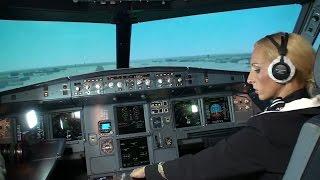 getlinkyoutube.com-Стюардесса пытается посадить A320.