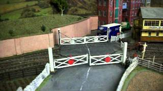 getlinkyoutube.com-ELECTRIC WORKING MODEL RAILWAY LEVEL CROSSING