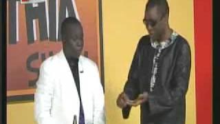 getlinkyoutube.com-1er anniversaire Kouthia show : Youssou Ndour offre un gâteau à Kouthia