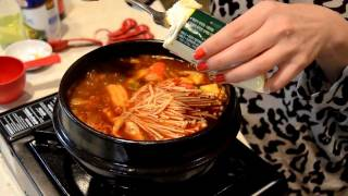 getlinkyoutube.com-How to Cook Spicy Korean Beef & Seafood Extra Soft Tofu Soup 韩国豆腐汤