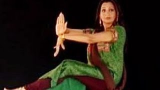 getlinkyoutube.com-Learn Kathak with Pali Chandra, English 034, Demonstration of the prayer song