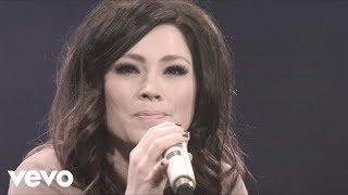 getlinkyoutube.com-Kari Jobe - I Am Not Alone (Live)