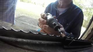 getlinkyoutube.com-sharpening bandsaw blades with dremmel