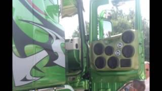 getlinkyoutube.com-Due Scania...The king of the Road