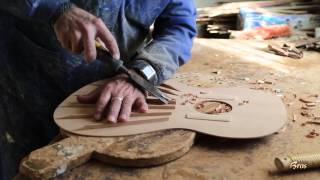 getlinkyoutube.com-Documental de la construcción artesanal de las guitarras Francisco Bros.