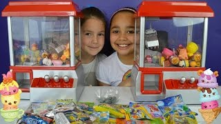 getlinkyoutube.com-Claw Machine Game Toy Challenge | Candy Grabber - Chupa Chups Lollipops - Shopkins - Num Noms