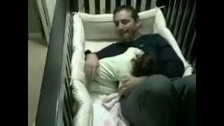 getlinkyoutube.com-babasıyla uyumak istemeyen bebek
