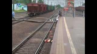 getlinkyoutube.com-Смерть под колесами поезда