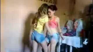 getlinkyoutube.com-Mulher com Mulher  Dançando Reggae ...