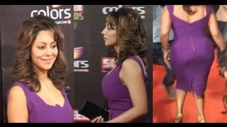 getlinkyoutube.com-Gauri Khan in Sexy Exposing Curves Purple Dress at the Red Carpet- Colors Screen Awards 2013