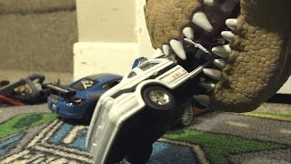 getlinkyoutube.com-DINOSAUR ATTACKS POLICE CAR!  TOY CARS Big RACE!