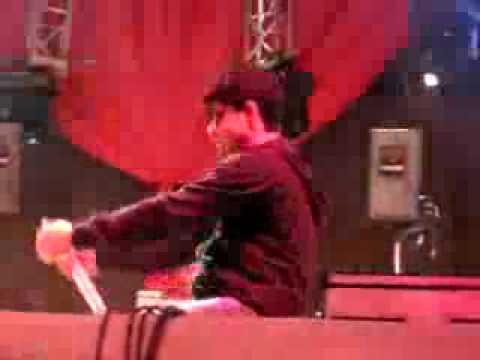 Ken Y bailando perreo