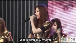 getlinkyoutube.com-SNSD Yuri smartly changed her mic to members
