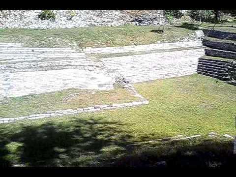 melisa  en  ruinas arqueologicas  de chinkultic
