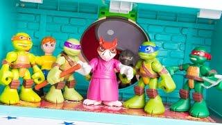 getlinkyoutube.com-Teenage Mutant Ninja Turtles Half Shell Heroes Super Sewer HQ Leonardo Raphael Michelangelo Don