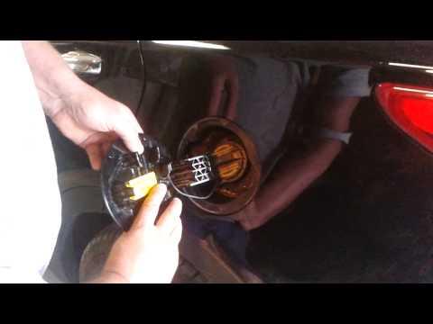 Снятие лючка бензобака Santa Fe 3 (2013г)