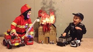 getlinkyoutube.com-FIRE FIRE FIRE!!! Firefighter and Police Rescue toys in action! HD