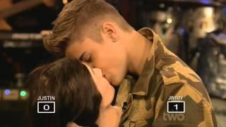 getlinkyoutube.com-Justin bieber qui embrasse une tete de Manaquin  .
