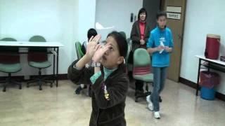 getlinkyoutube.com-蘇老師紙飛機-手溜紙飛機教學(Walkalong glider hand flight)