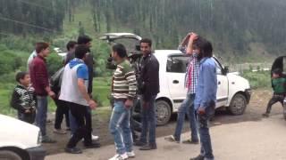 Kashmiri young Muslim boys performing some dance steps on road side..real video shoot @ pahalgam