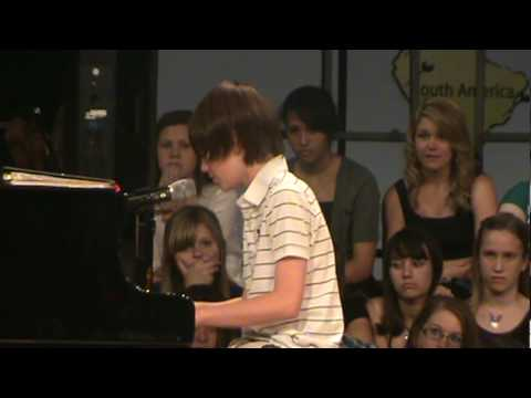 Greyson Chance Singing Paparazzi