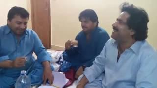 Mumtaz molai with friendz...