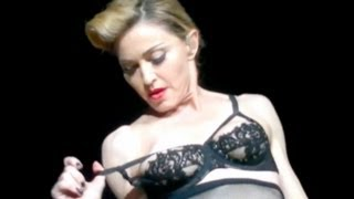 getlinkyoutube.com-Madonna Nipple Flash in Concert to Muslim Audience