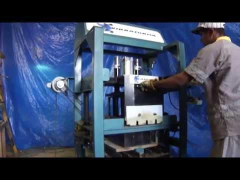 Maquina para fabricar blocos e pisos de concreto pneumática VFP.30