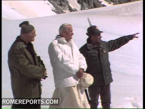 Italian ski instructors pay visit to Pope