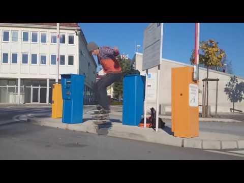 2250 de Skunk D F Letra y Video