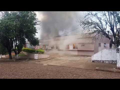 O Hospital Imaculada Conceição em Realeza foi destruído em incêndio neste domingo (19).