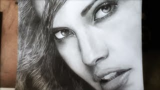 getlinkyoutube.com-Pencil portrait - drawing a beauty