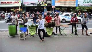 getlinkyoutube.com-Pengamen dancer and troupe in Yogyakarta - C