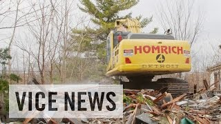 getlinkyoutube.com-Tearing Down Detroit: Demolishing Houses for the Economy