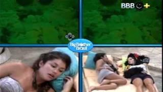 getlinkyoutube.com-Diana e Natália BBB11 - Dormindo juntas