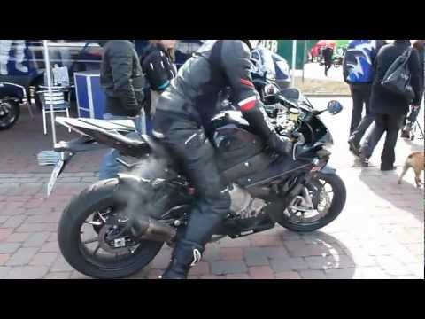 Yamaha YZF-R1 vs BMW S1000RR 2012 * see Playlist