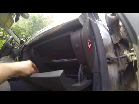 Где в Opel Астра Фэмили находится предохранитель панели приборов