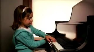 getlinkyoutube.com-5 Year Old Emily Made Music History