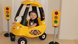 getlinkyoutube.com-Baby Cab Driver Riding in the Little Tikes Cozy Coupe Cab