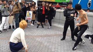 getlinkyoutube.com-【神回】刺青男がエアギター中にラブライバー乱入!金髪ヤンキーも乱入でガチ喧嘩www
